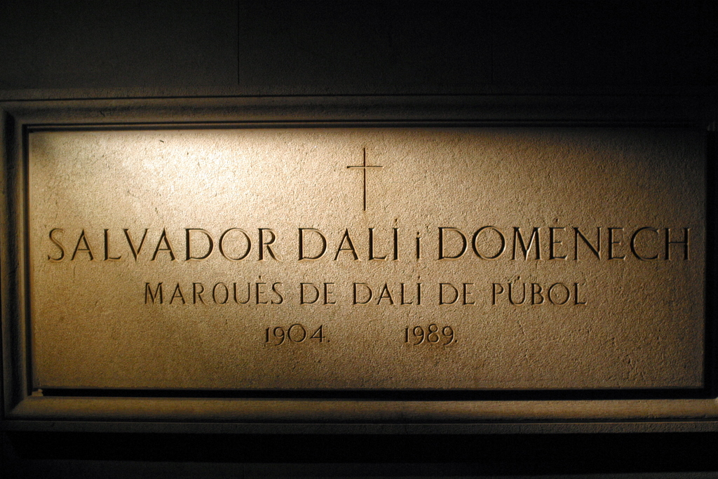 4234-Salvador_Dali_Crypt_in_Figueres